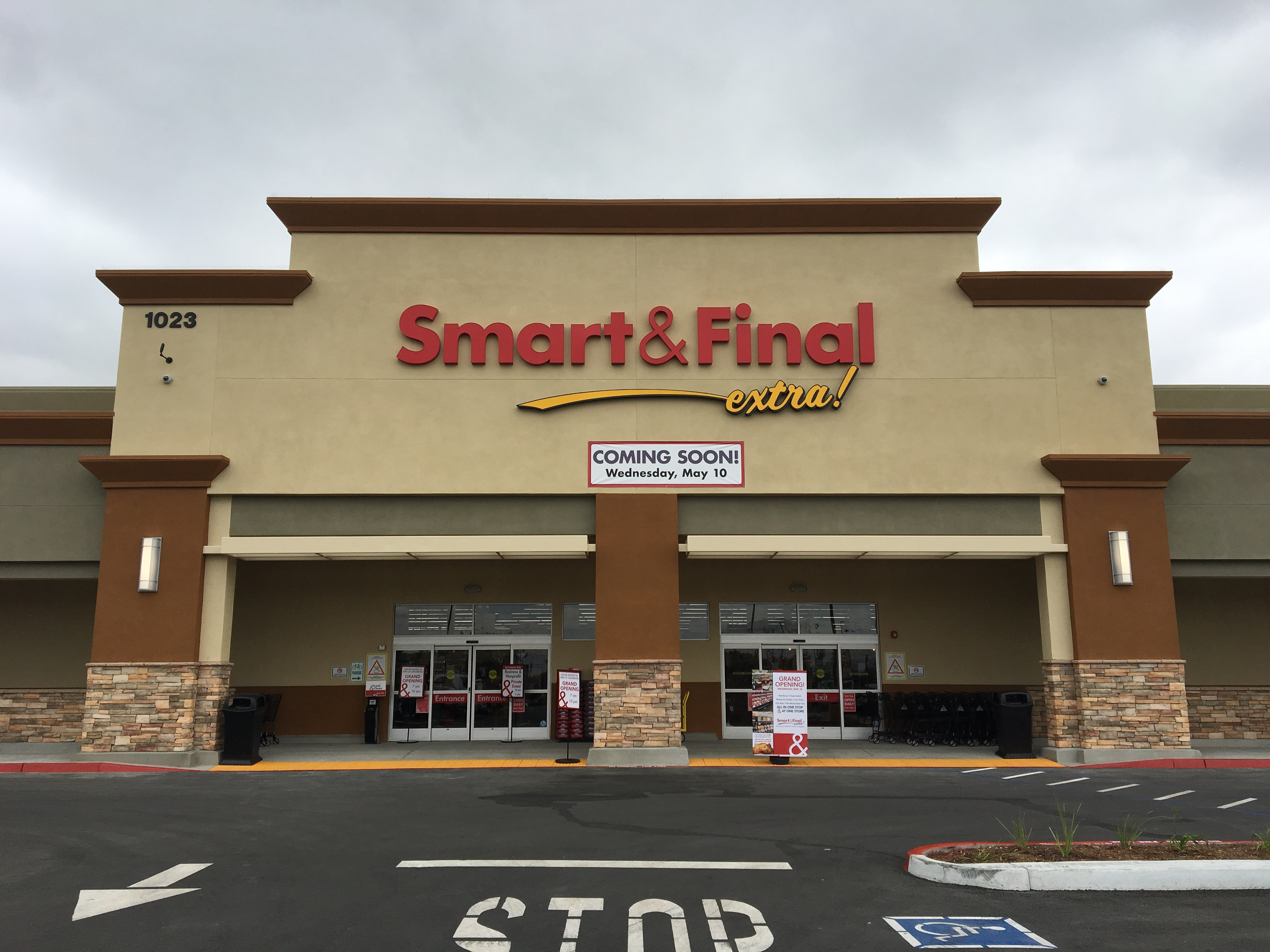 Smart & Final Store Front - Grocery Store in Colton, CA