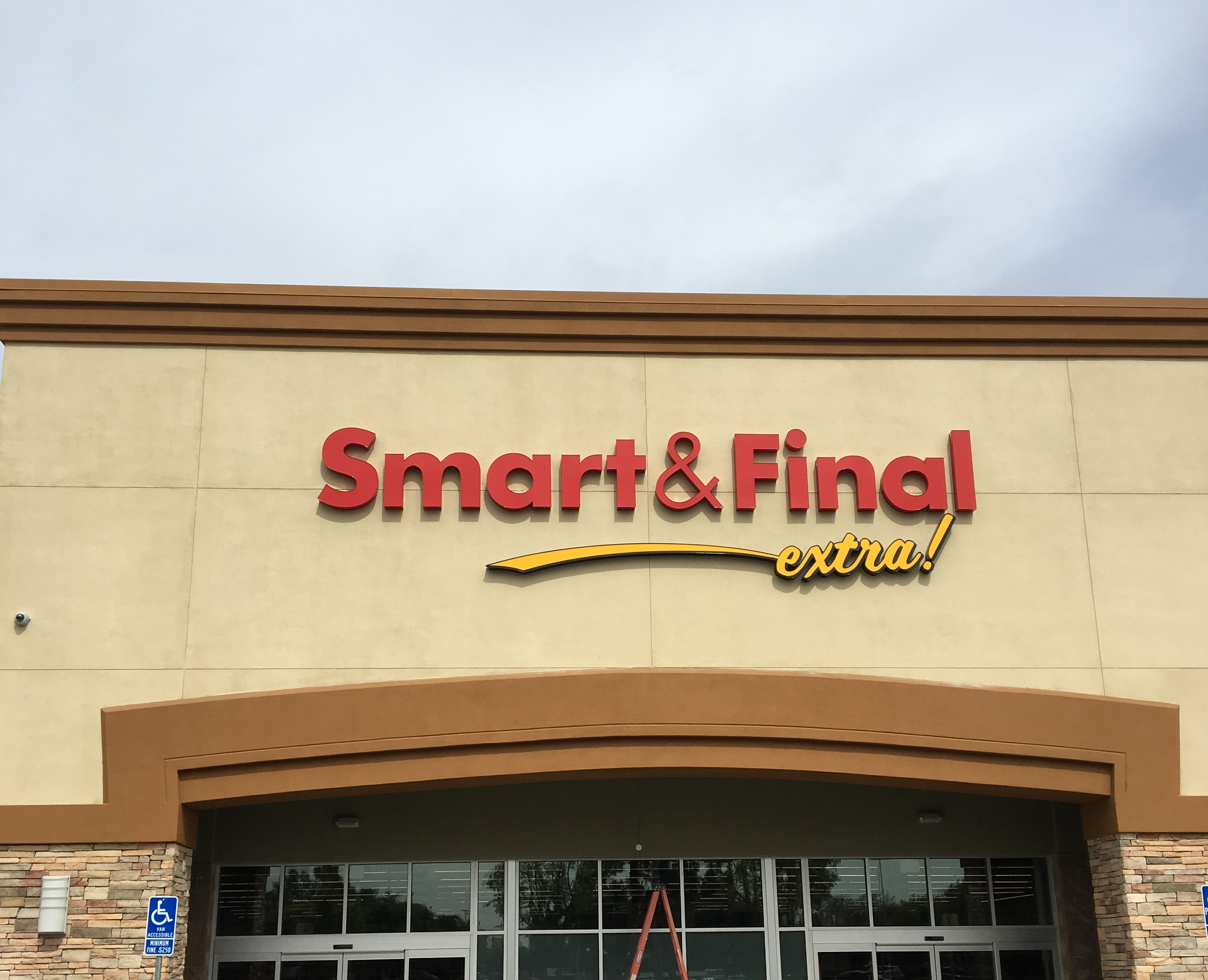 Smart & Final Store Front - Grocery Store in Visalia, CA