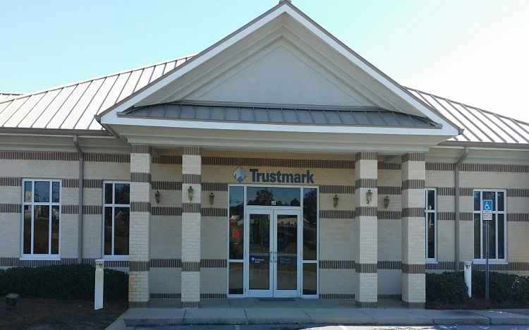Trustmark storefront. Your local Banking services in Defuniak springs, Fl.