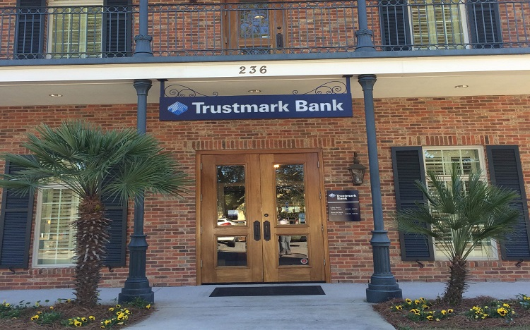 Trustmark storefront. Your local Banking services in Fairhope, Al.