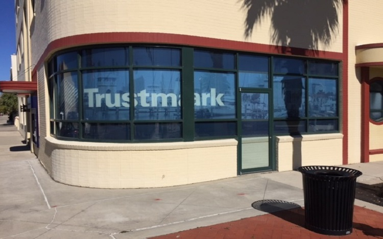 Trustmark storefront. Your local Banking services in Gulfport, Ms.