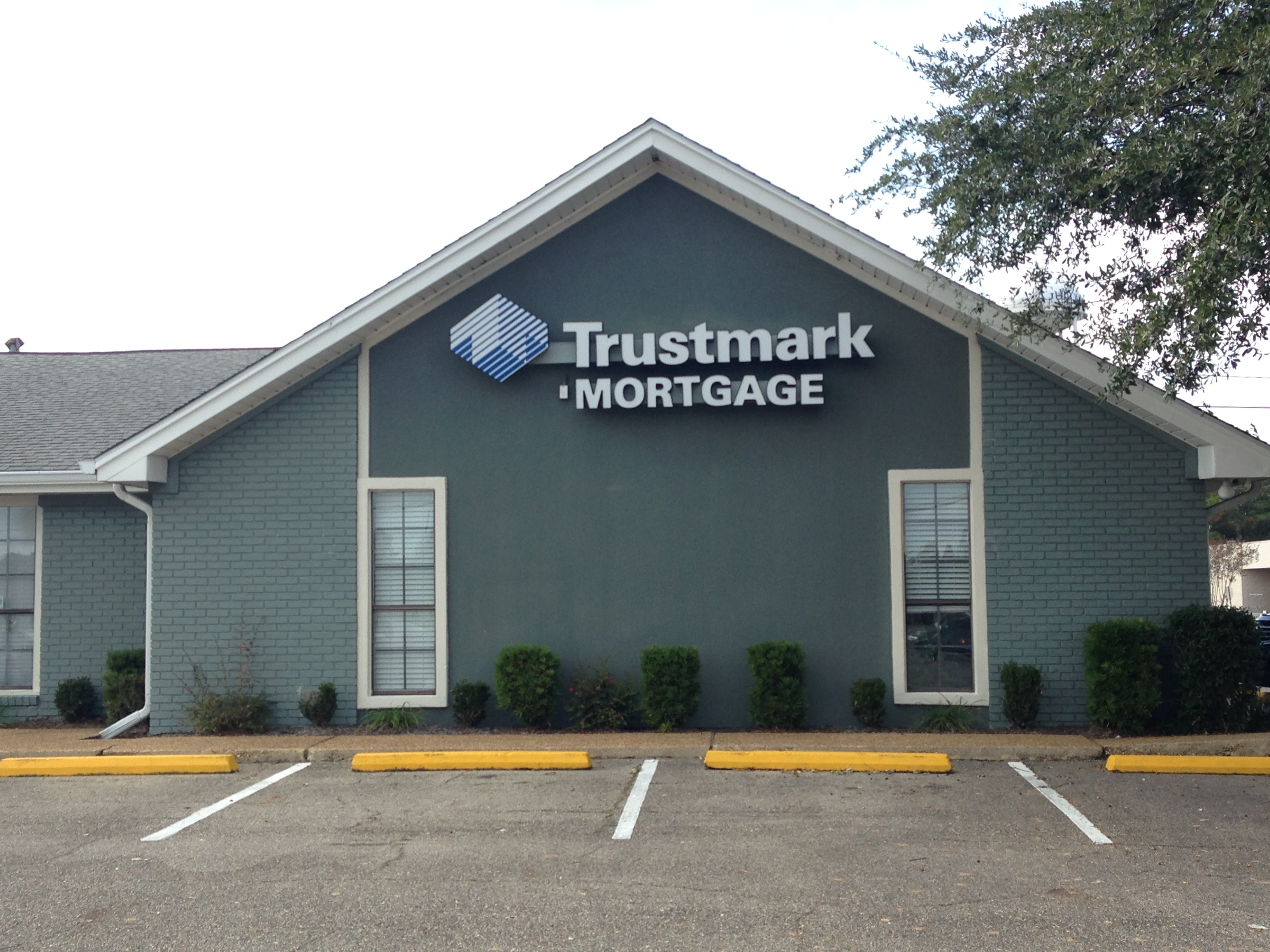 100179 - Trustmark Bank and ATM Location in Gulfport, MS