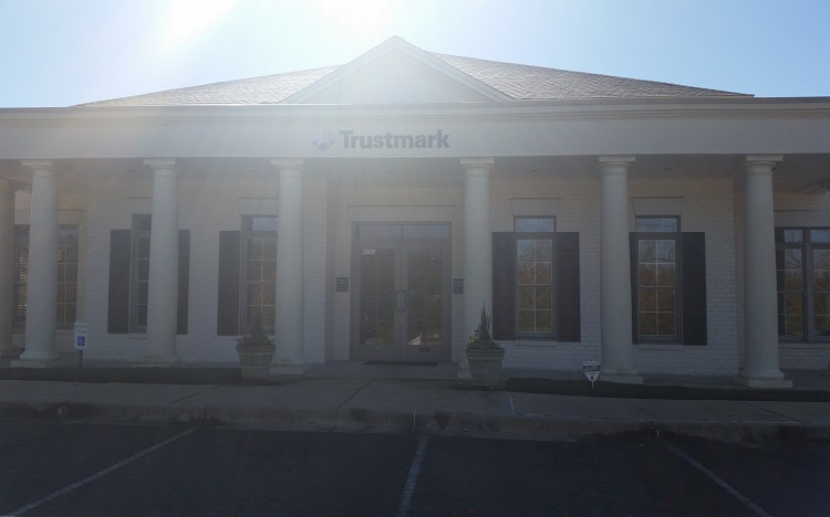 Trustmark storefront. Your local Banking services in Montgomery, Al.