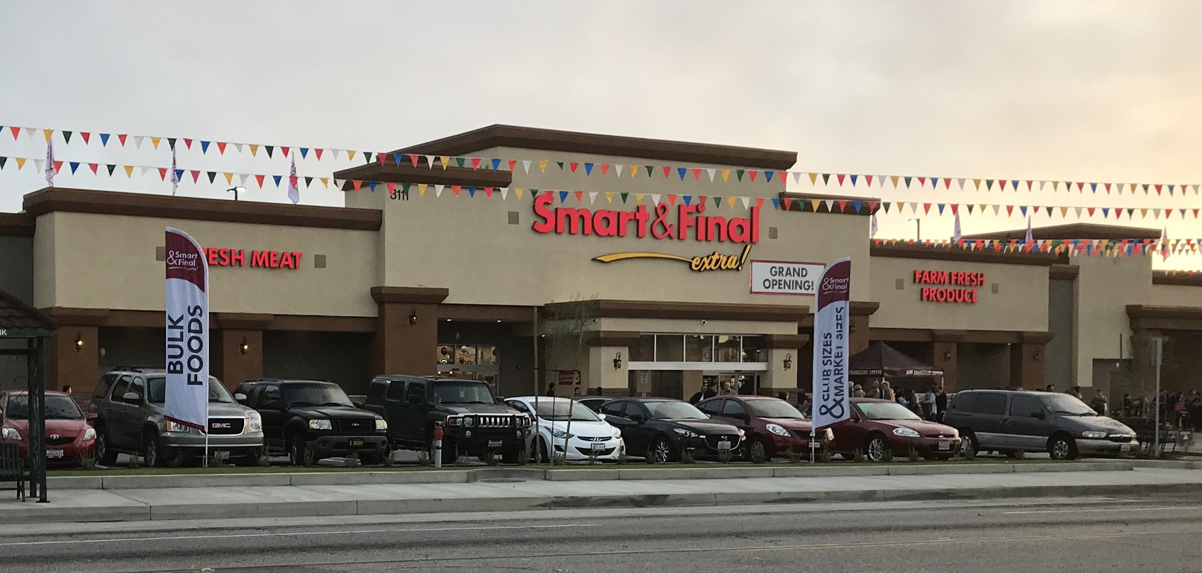 Smart & Final Store Front - Grocery Store in Huntington Park, CA