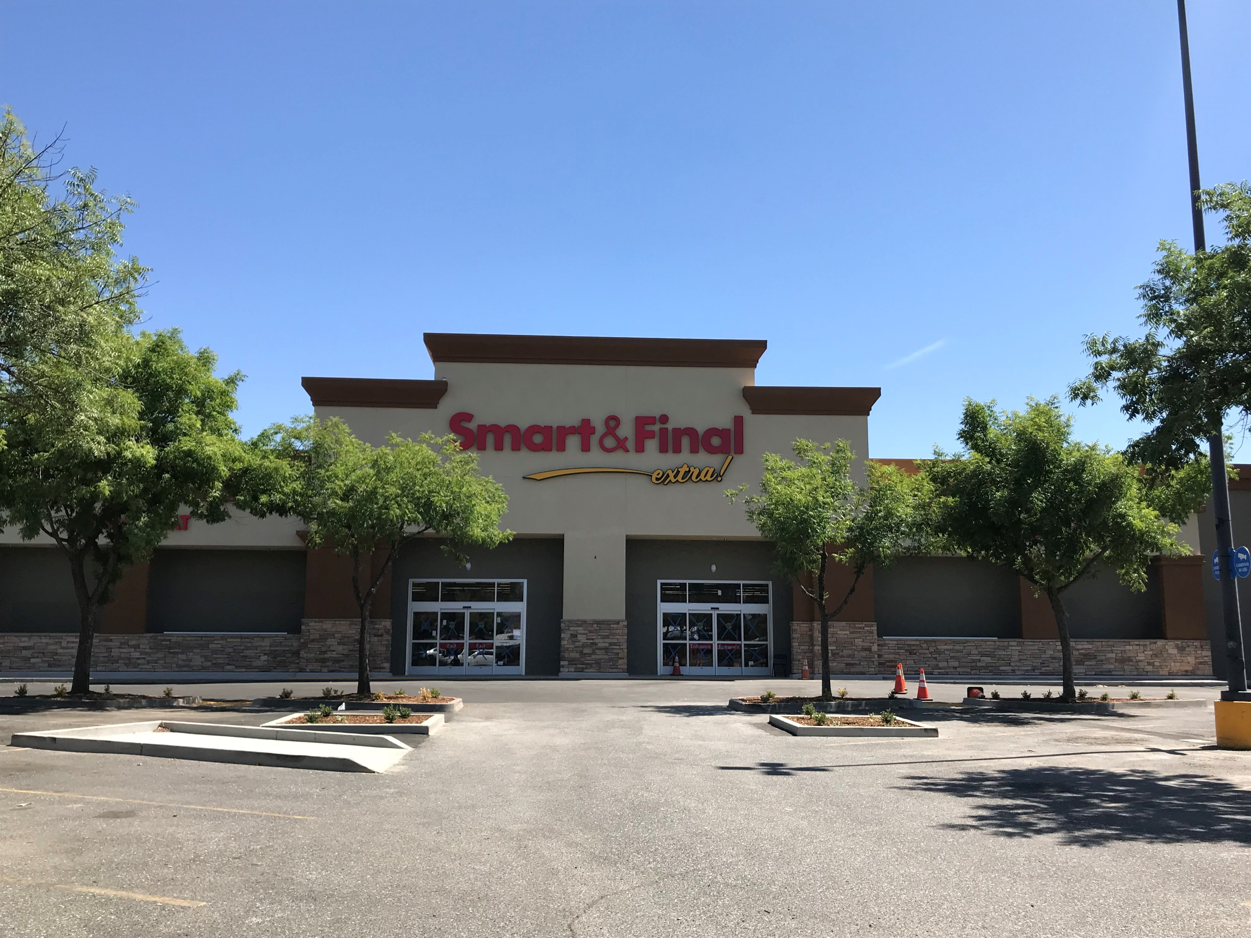 Smart & Final Store Front - Grocery Store in Oroville, CA