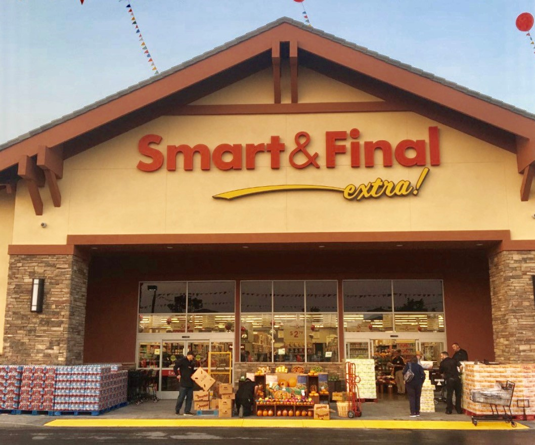 Smart & Final Store Front - Grocery Store in Petaluma, CA