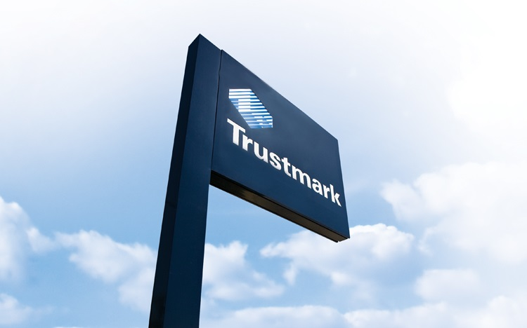 Trustmark storefront. Your local Banking services in Pensacola, Fl.