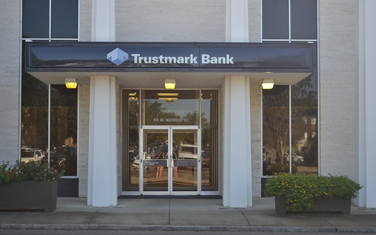 Trustmark storefront. Your local Banking services in Laurel, Ms.
