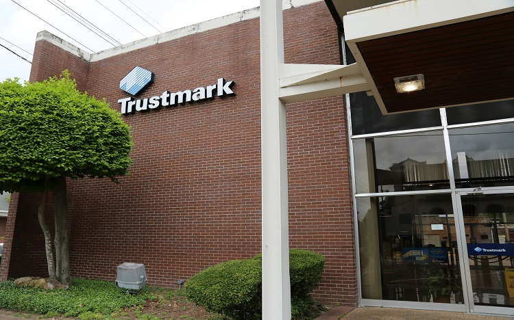 Trustmark storefront. Your local Banking services in Leland, Ms.
